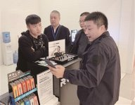 记者调查:购物网站下架电子烟 到店购