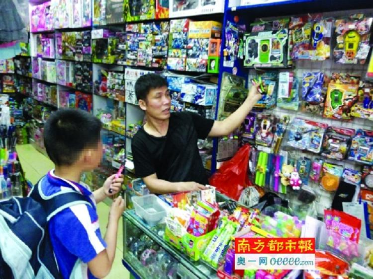 校外商店电子烟热卖 提防成年人专卖学生