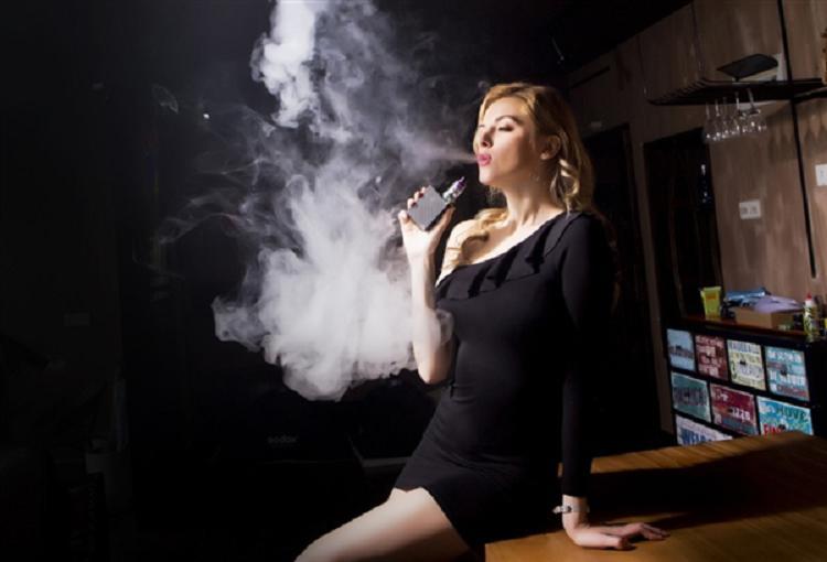 建议禁止向未成年人销售电子烟引热议:加温过快会产生剧毒物质
